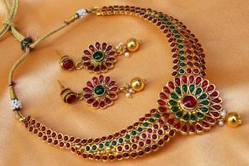 Lovely multicolour  necklace set