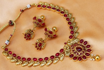 Pinkcolour  necklace set