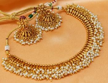 goldplated whitecolour necklace set