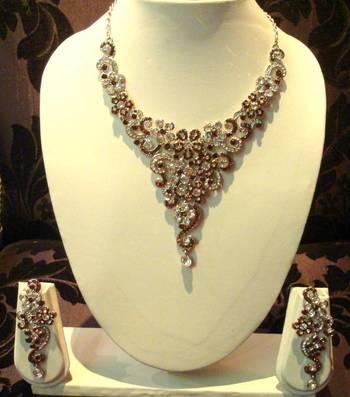 Golden-Brown Silver Necklace Sentence