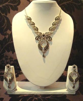 Gold Black Elegant Necklace Set