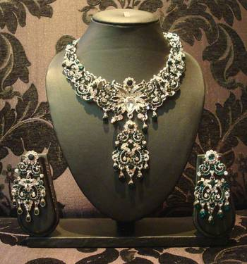 Emerald Green Silver Butterfly Necklace Set