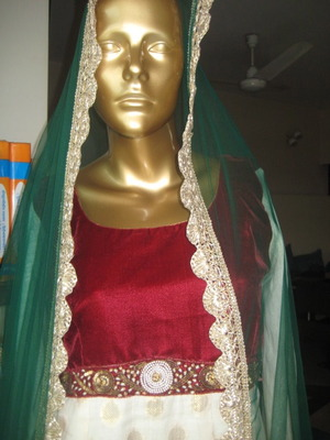 Red & off-white embroidered kurta