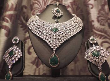 Sparkly Emerald Green Necklace Set