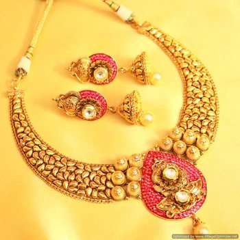 Antique Gold Look Paisley Necklace Set