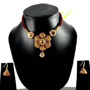 Rajasthani Lakh Necklase With Earing With Rhinestones Embedded