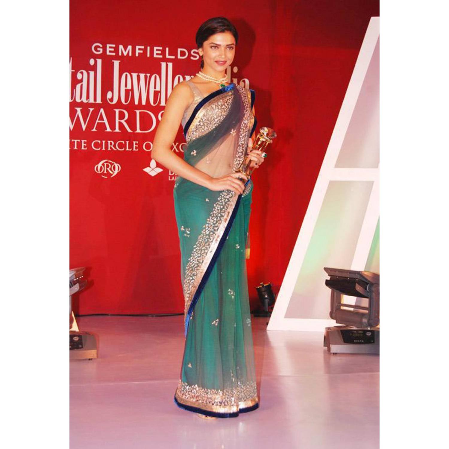 dfd8491aaa Deepika Padukone Jhalak Beauty Bollywood Replica Saree - Styloce (Arissa  Enterprises Ltd) - 495191