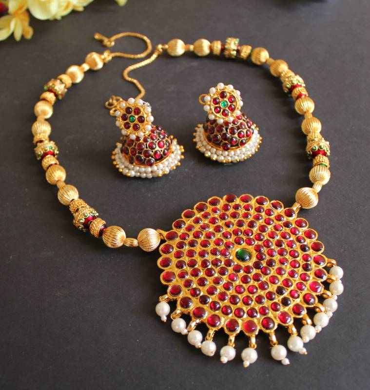 Beautiful handmade kemp temple necklace set