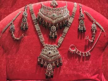 Stunning Red Green Diamant   Bridal Set
