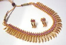 Pink stone Golden Zigzak Necklace Set