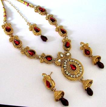 Golden maroon kundan with stone necklace set