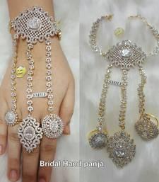 Buy BRIDAL FINE AD HATHPHOOL BRACELET haath-phool-hath-panja online