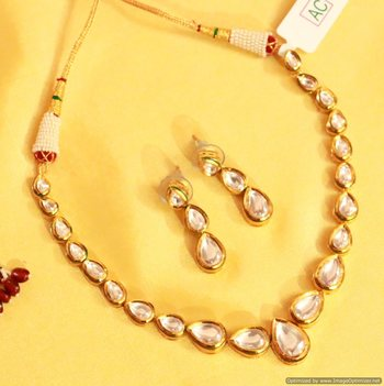 Pear Shaped Kundan Single Line Necklace