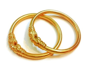 Divinique Traditional design gold plated bangles
