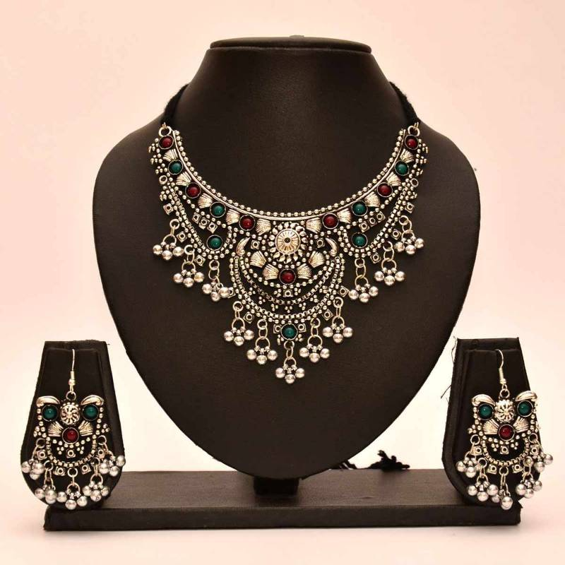 Buy Avni S Black Metal Necklace And Earrings With Emeralds