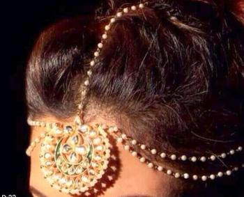 traditional looking matha patti