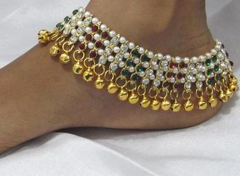 Karishma Maroon Green Stone Pearl Anklet