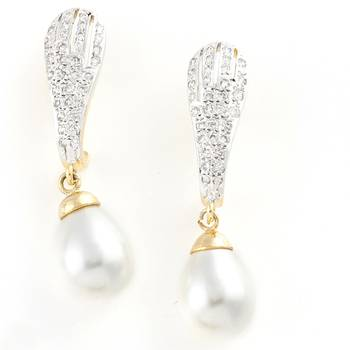 Delicate Handcrafted Pair Of Earrings With White Pearls