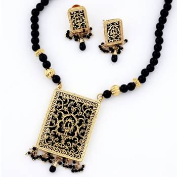 Traditional Ethnick Handcrafted Thewa Set With Gold Work (Black)