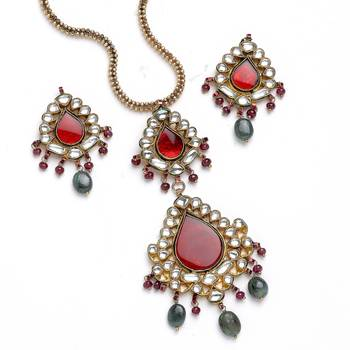 A Fine Handcrafted Necklace And Earring Set In Kundan-01