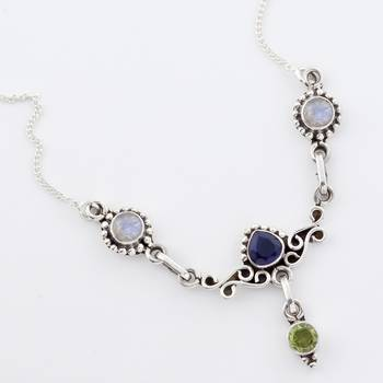 An Eye-Roaring Handcrafted Silver Necklace With Finely Cut Gemstones_09