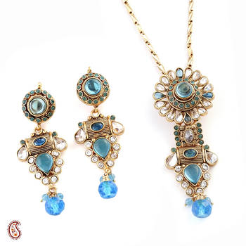 Eye-catching Pendant Set