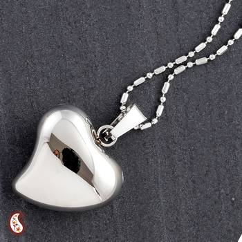 Gloss finish Heart Pendant