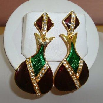 Maroon n Green ear ring.