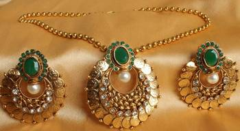 BEAUTIFUL GOLDPLATED GREEN COIN NECKLACE SET - DJ16742