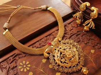 Gorgeous Nagaas Kemp Krishna Necklace Set