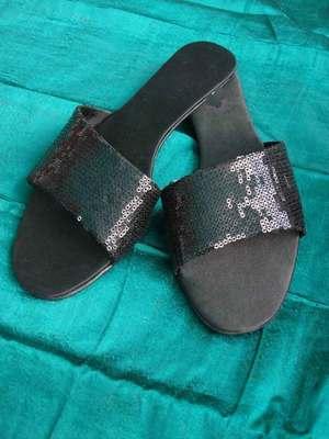 Black fancy fabric plain women footwear