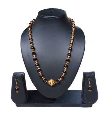 Beautiful pearl nad Meena beads Necklace and Earring Set