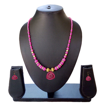 Beautiful Pink Necklace and Earring Set