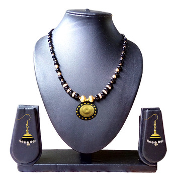 Beautiful  Black and Gold Necklace and Earring Set