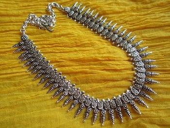 Silver metallic metal necklaces