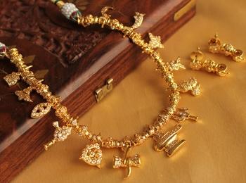 Beautiful Ad Stone White Shiva Necklace Set