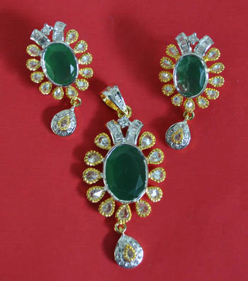Ravishing Green Pendant Set