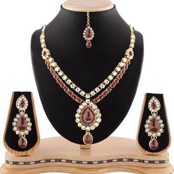 Attactive Maroon Stone Gold Finishing Necklace Set With Maang Tikka