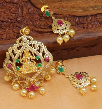 Beautiful Temple pendant set