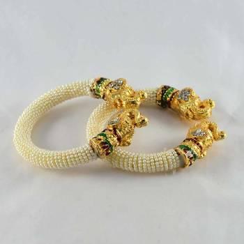 Designer strechable moti bangles