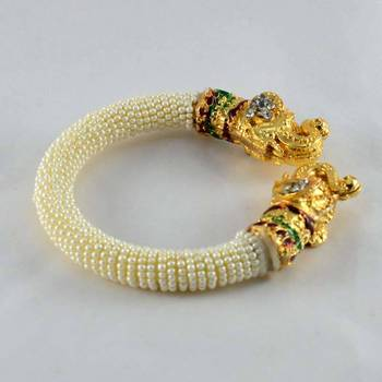 Exclusive Strechables Moti Bangles