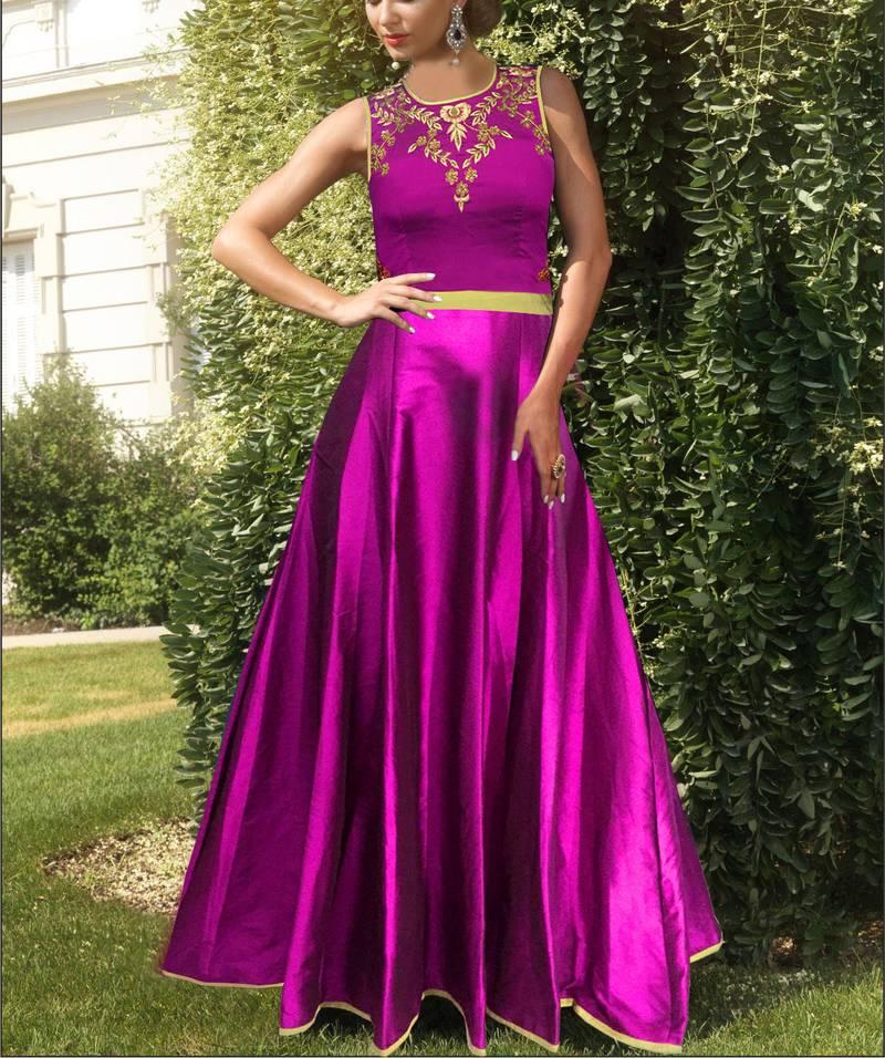 Tapeta Silk Gown Designs Online