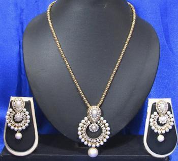 White drop pearl pendant necklace set
