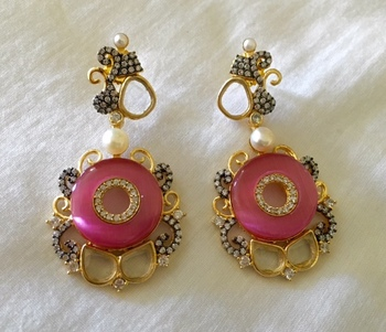 Gorgeous antique earrings in pink stone