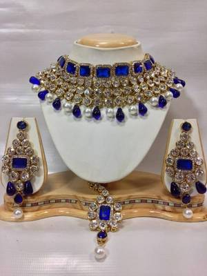 Buy Crystal Studed Jewelry Set In Royal Blue With Pearls