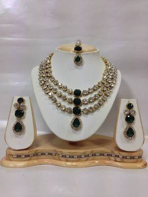 33a7f8dbc0ec6 Famous crystal jewelry set in bottle green