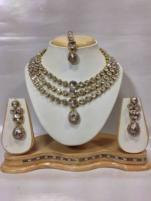 0e72b9cad92f0 Famous crystal jewelry set in white