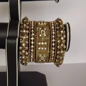 Rajwadi Style Bangles Set with Diamonds