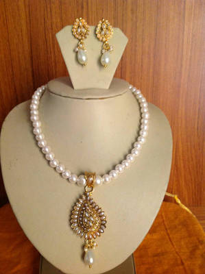 Excellent Fresh Water look White Pearl Necklace Set