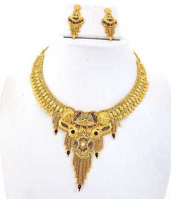 Lovely Golden Necklace Set